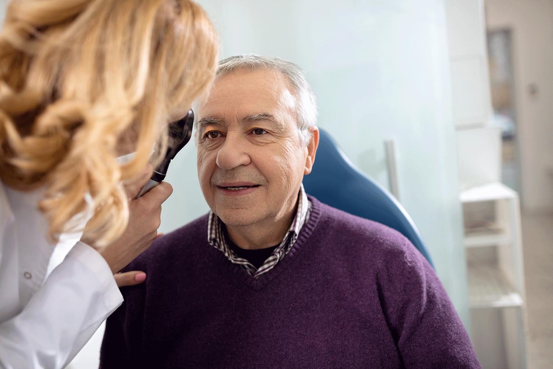 Nguyên nhân gây đục thủy tinh thể thường là do quá trình lão hóa mắt